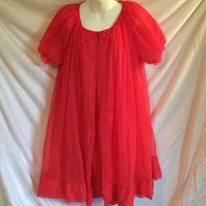 Vintage 1960s 2 piece red/lace nightgown/robe
